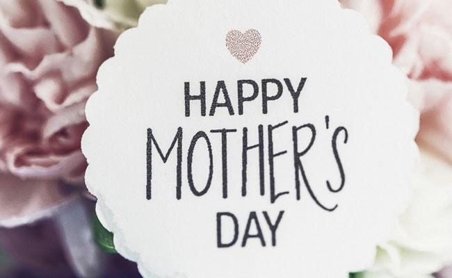 Mother's Day: आज का दिन मां के नाम, अपने WhatsApp और Facebook पर लगाएं ये स्टेटस