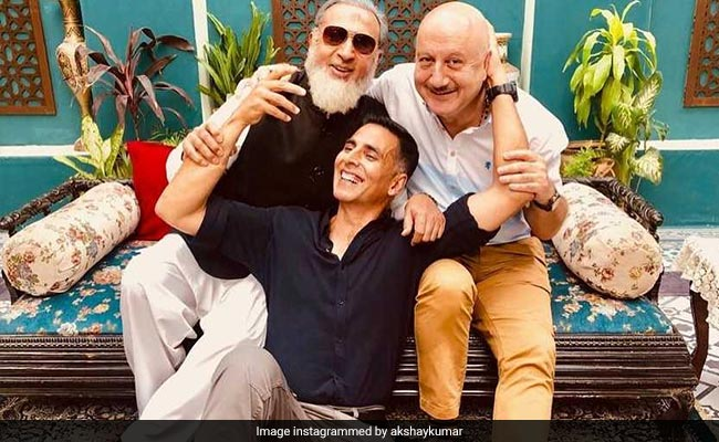 Akshay Kumar Is In A 'Happy' Place With Anupam Kher And Gulshan Grover. Here's Proof