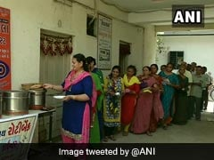 """Roti Bank"" In Gujarat Serves Home-Cooked Food To The Poor, Patients"