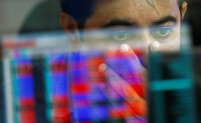 Sensex, Nifty Edge Lower On Weak Earnings