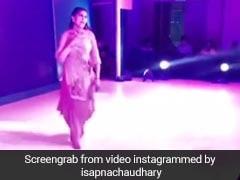 सपना चौधरी ने स्टेज पर डांस से यूं बरपाया कहर,  हरियाणवी छोरी के Video ने उड़ाया गरदा