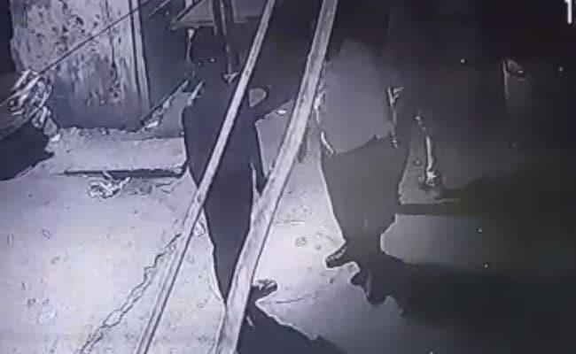 बेटी से छेड़छाड़ का विरोध करने पर पिता की हत्या, घटना का सीसीटीवी फुटेज आया सामने