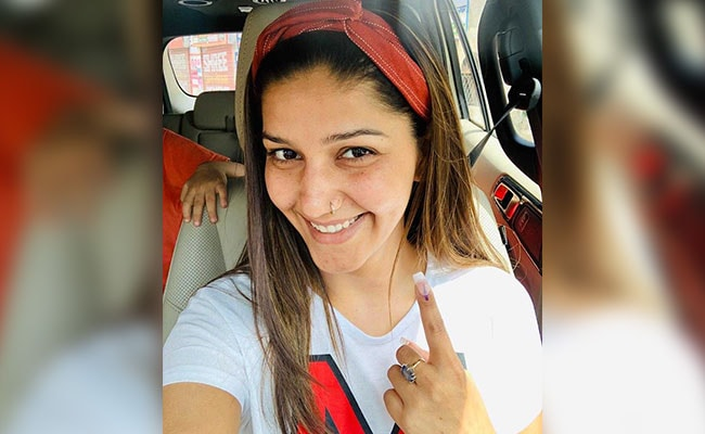Sapna Chaudhary Votes In Delhi, Flaunts Inked Finger