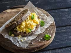 Watch Recipe: High-Protein Cheesy Eggs Pepper Sandwich For Kids