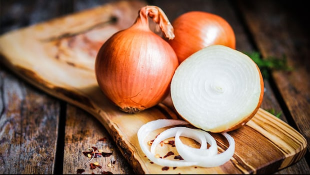 Benefits Of Eating Onion In Hindi: 4 Amazing Benefits Of Eating Raw Onions In Summer, Pyaaz Khane Ke Fayde