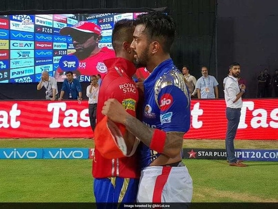 Hardik Pandya Collects KL Rahul's IPL Award After IPL 2019 final, Sets Twitter on Fire