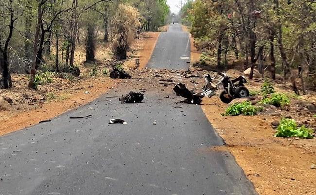 महाराष्ट्र के गढ़चिरौली में नक्सलियों ने IED ब्लास्ट कर पुलिस की गाड़ी उड़ाई, 16 जवान शहीद
