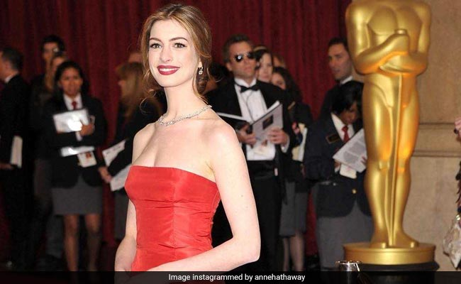 Anne Hathaway Honoured With Hollywood Walk Of Fame Star