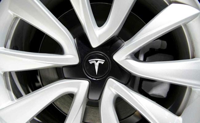 Tesla y los reguladores estadounidenses criticaron fuertemente el papel del piloto automático en caso de accidente 15