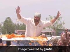 Elections 2019: सनी देओल ने गुरदासपुर में किया रोडशो तो पापा धर्मेंद्र ने कर दिया ये ट्वीट