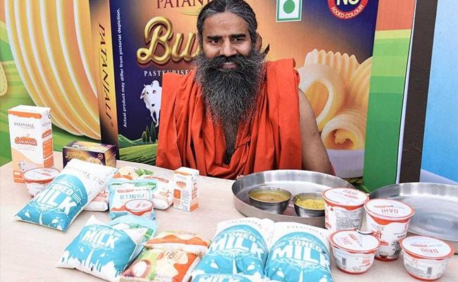 अमूल और मदर डेयरी ने बढ़ाए दूध के दाम तो रामदेव ने लॉन्च किया सस्ता दूध
