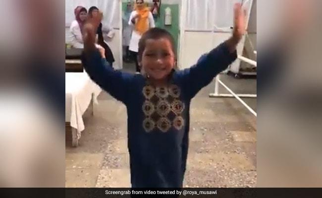 पैर गंवाने के बाद इस बच्चे को मिली ऐसी खुशी लगा झूमकर नाचने, बॉलीवुड एक्ट्रेस ने शेयर किया Video