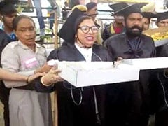 <i>Pakoda</i> Sellers In Graduation Robes Detained Before PM Modi's Chandigarh Rally