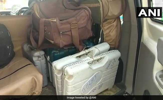 बिहार: मुजफ्फरपुर के होटल में मिलीं EVM और VVPAT मशीनें, मजिस्ट्रेट को कारण बताओ नोटिस जारी