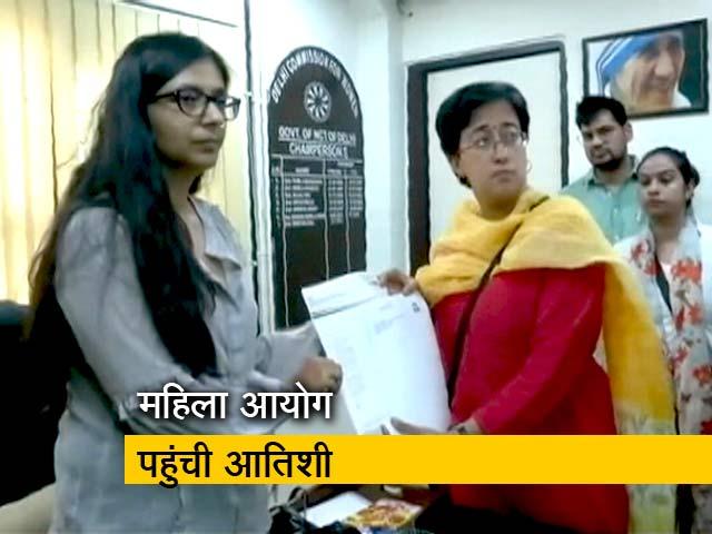 Videos : रवीश की रिपोर्ट : एक भद्दे पर्चे पर छिड़ी तीखी राजनीतिक लड़ाई