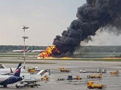 रूस: मॉस्को में इमरजेंसी लैंडिंग के दौरान विमान में लगी आग,  41 लोगों की मौत