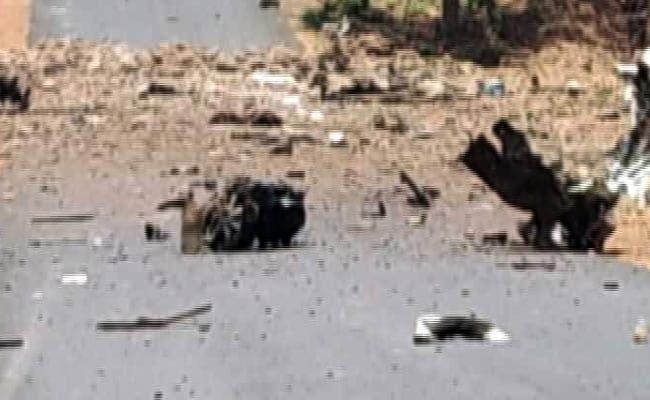 पुलिस की गाड़ी को निशाना बनाकर किया विस्फोट, 5 की मौत और 38 घायल
