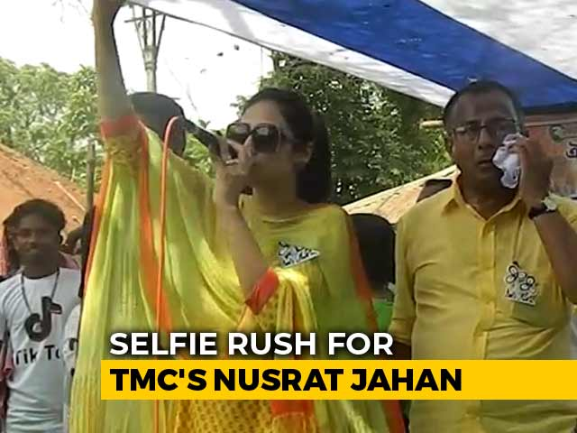 Video : Selfie Rush With Trinamool's Nusrat Jahan Makes Stage Crash At Rally
