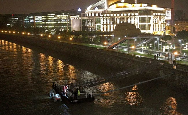 7 Dead, 21 Missing As Boat Capsizes After Hitting Cruise Boat In Hungary