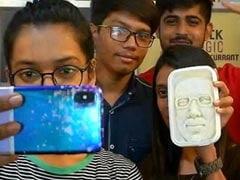 Surat-Based Ice-Cream Parlour Introduces ''Narendra Modi <i>Sitafal Kulfi''</i>