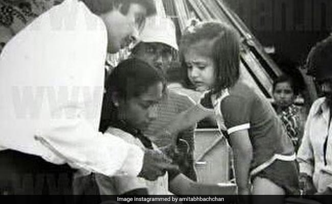 Amitabh Bachchan And A Tiny Kapoor On The Sets Of 1983 Film Pukar. Yes, That's Kareena