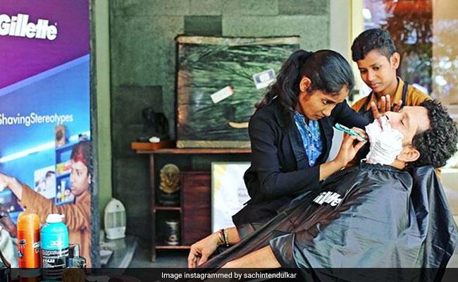 sachin tendulkar gets a shave from  u0026 39 barbershop girls u0026 39  of uttar pradesh