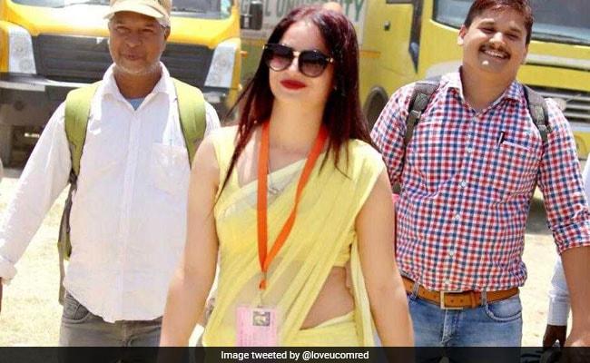 लोकसभा चुनाव 2019 में वायरल हुई 'पीली साड़ी वाली महिला' की तस्वीरें, बोलीं- जाना चाहती हूं Bigg Boss में