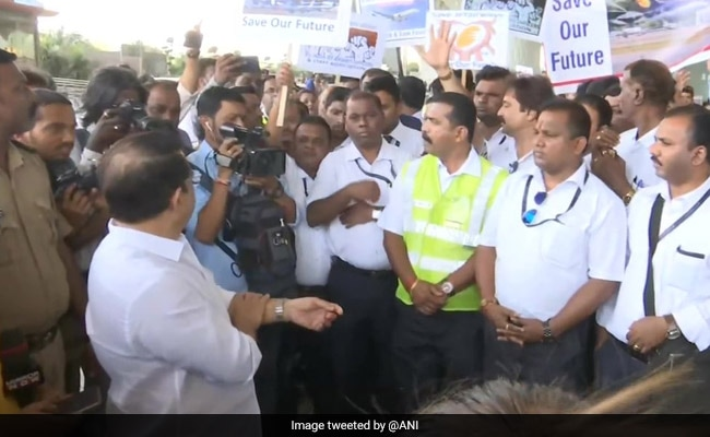 In Peaceful Protest, Jet Airways Staff Requests Centre To Save Airline