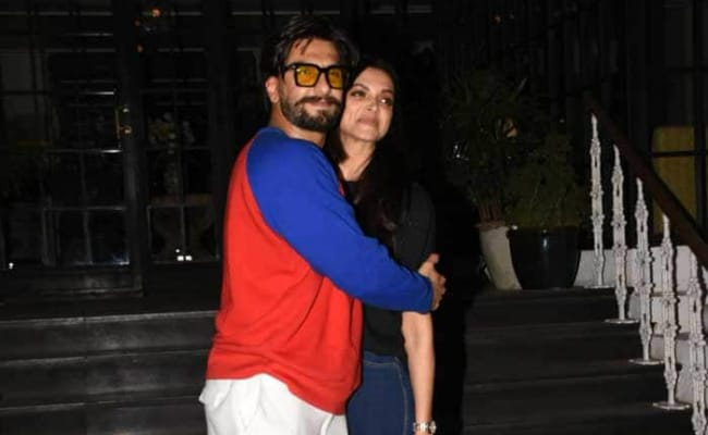 'You're A Snack': Ranveer Singh And Deepika Padukone Are Getting Cheesier One New Comment At A Time