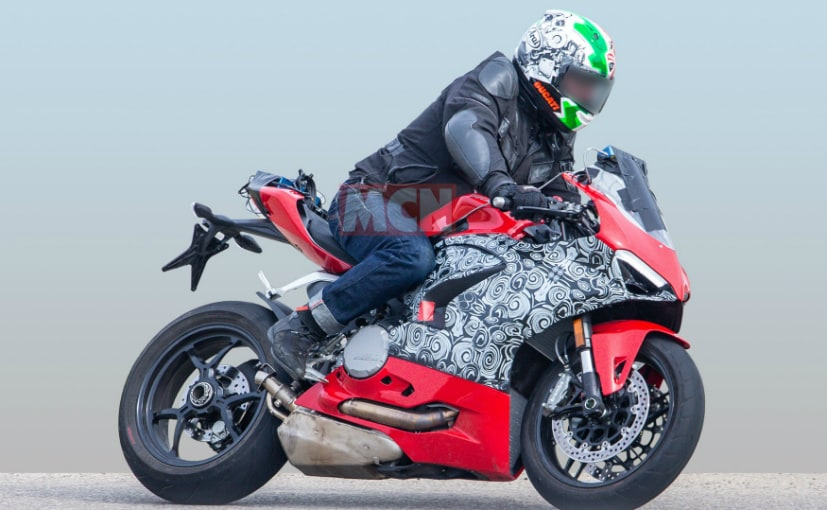 An updated model of the Ducati 959 Panigale has been spotted testing