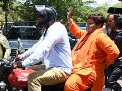 MP Election Result 2019: भोपाल सीट से आगे चल रहीं साध्वी प्रज्ञा सिंह ने तोड़ा मौन व्रत, कही यह बात...