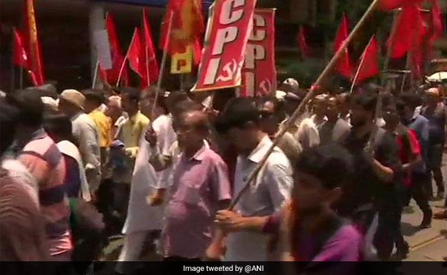 बंगाल हिंसा पर गरमाई राजनीति: कोलकाता में TMC और CPI तो दिल्ली में BJP का विरोध प्रदर्शन