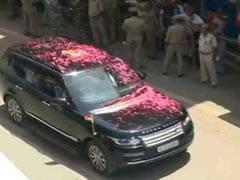 Hundreds Cheer As PM Modi Visits Varanasi To Say 'Thank You'