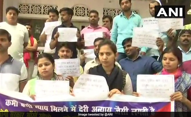 UP Police Recruitment Exam: Pass Out Candidates From 2013 Batch Stage Protest