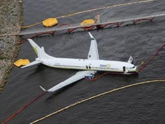 Probe Begins After Boeing 737 Slides Off Runway Into Florida River