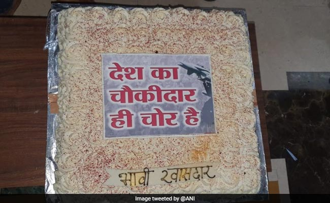Elections 2019 - Maharashtra Candidate Celebrates Birthday With 'Chowkidar Chor Hai' Cake