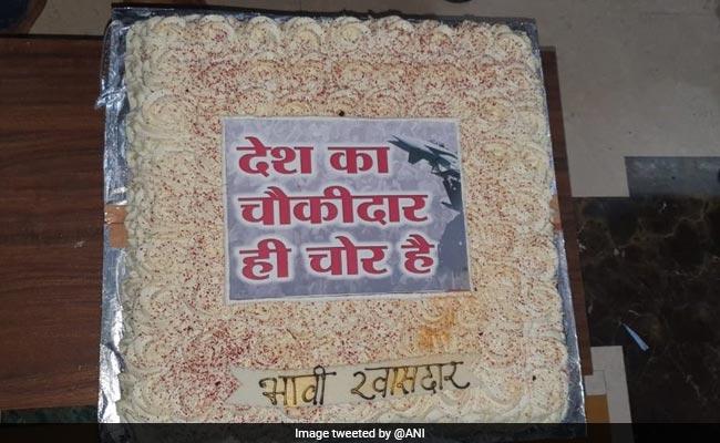 Elections 2019 - Maharashtra Candidate Celebrates Birthday With 'Chowkidar Chor Hai' Cake