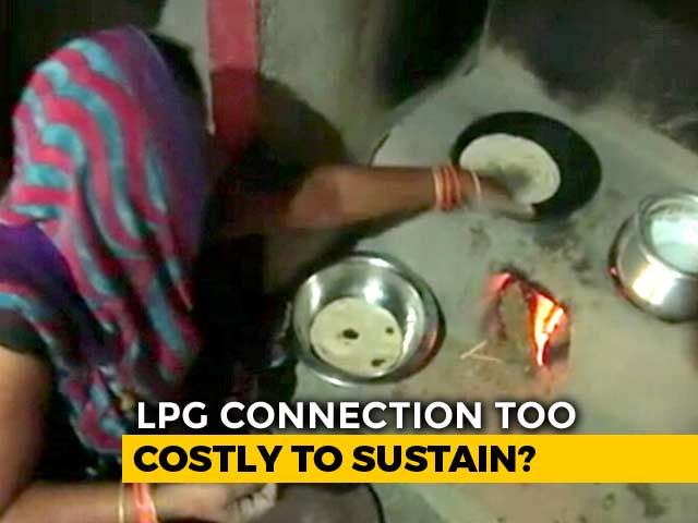 Video : Despite PM's <i>Ujjwala Yojana</i>, Many In UP Villages Still Cooking On Stoves