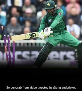 Watch: Shoaib Malik Clatters His Own Stumps, Twitter Can't Stop Laughing
