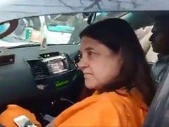 प्रियंका गांधी के रोड शो में फंसी चाची मेनका गांधी, वीडियो हुआ वायरल