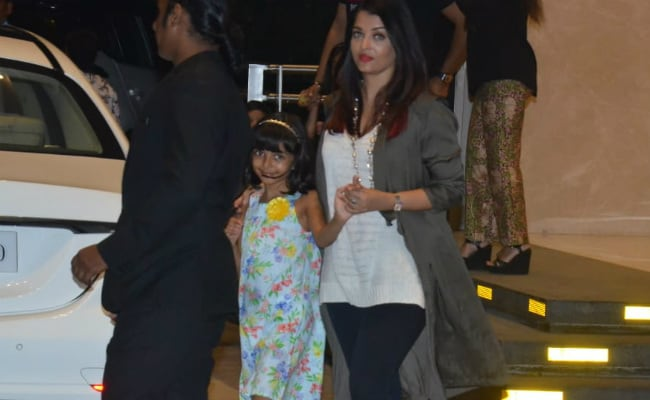 The Internet Has A Problem With Aishwarya Rai Bachchan Holding 7-Year-Old Daughter Aaradhya's Hand