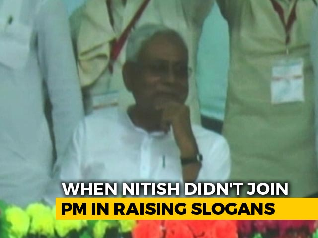 Video : As PM Led <i>Vande Mataram</i> Chants, Nitish Kumar's Silence Spoke Loudest