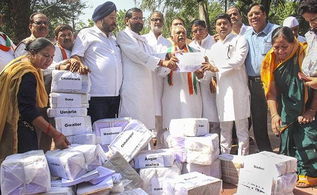 Congress Dumps 'Proof' Of Loan Waiver Outside Shivraj Singh Chouhan's House