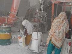 मध्यप्रदेश के आदिवासी ग्रामीण काम की तलाश में पलायन करने को मजबूर