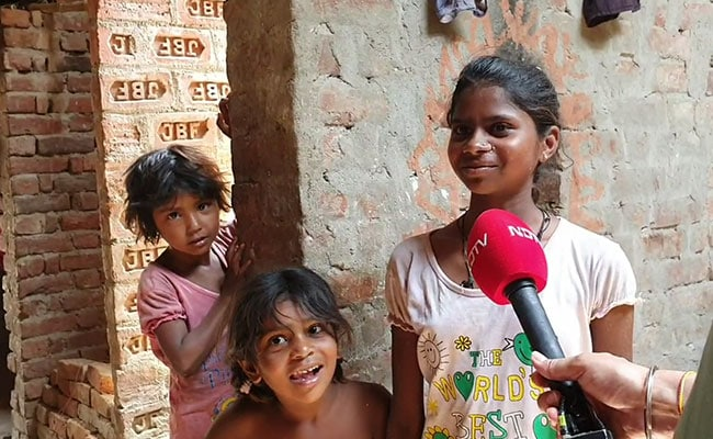 झूठ के दौर में दुनिया को आईना दिखाती है सुनयना की आवाज