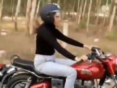 सपना चौधरी कर रहीं थी बुलेट की सवारी तभी गन्ने के रस वाले को देख किया कुछ ऐसा, अब वायरल हुआ Video