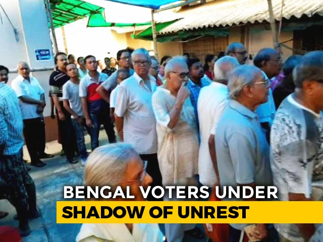 Video : Long Queues At South Kolkata Polling Booth Amid EVM Glitches