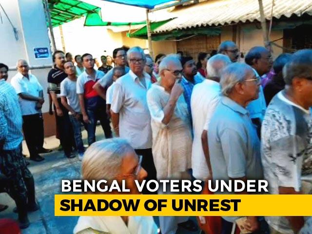 Long Queues At South Kolkata Polling Booth Amid EVM Glitches