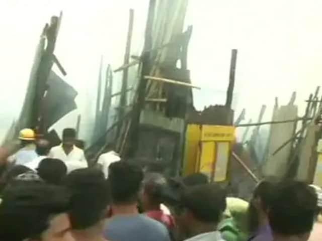 Video : কলকাতা পার্ক সার্কাসে ভয়াবহ আগুন, ঘটনাস্থলে দমকলের ১২ টি গাড়ি