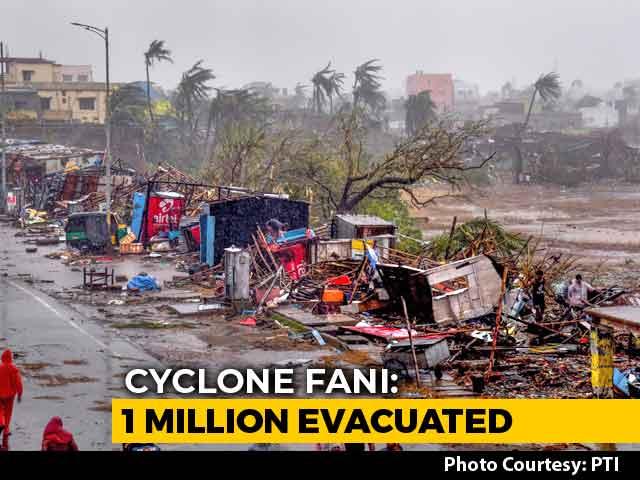 Video : Cyclone Fani Pummels Odisha: 3 Dead, 1 Million Evacuated
